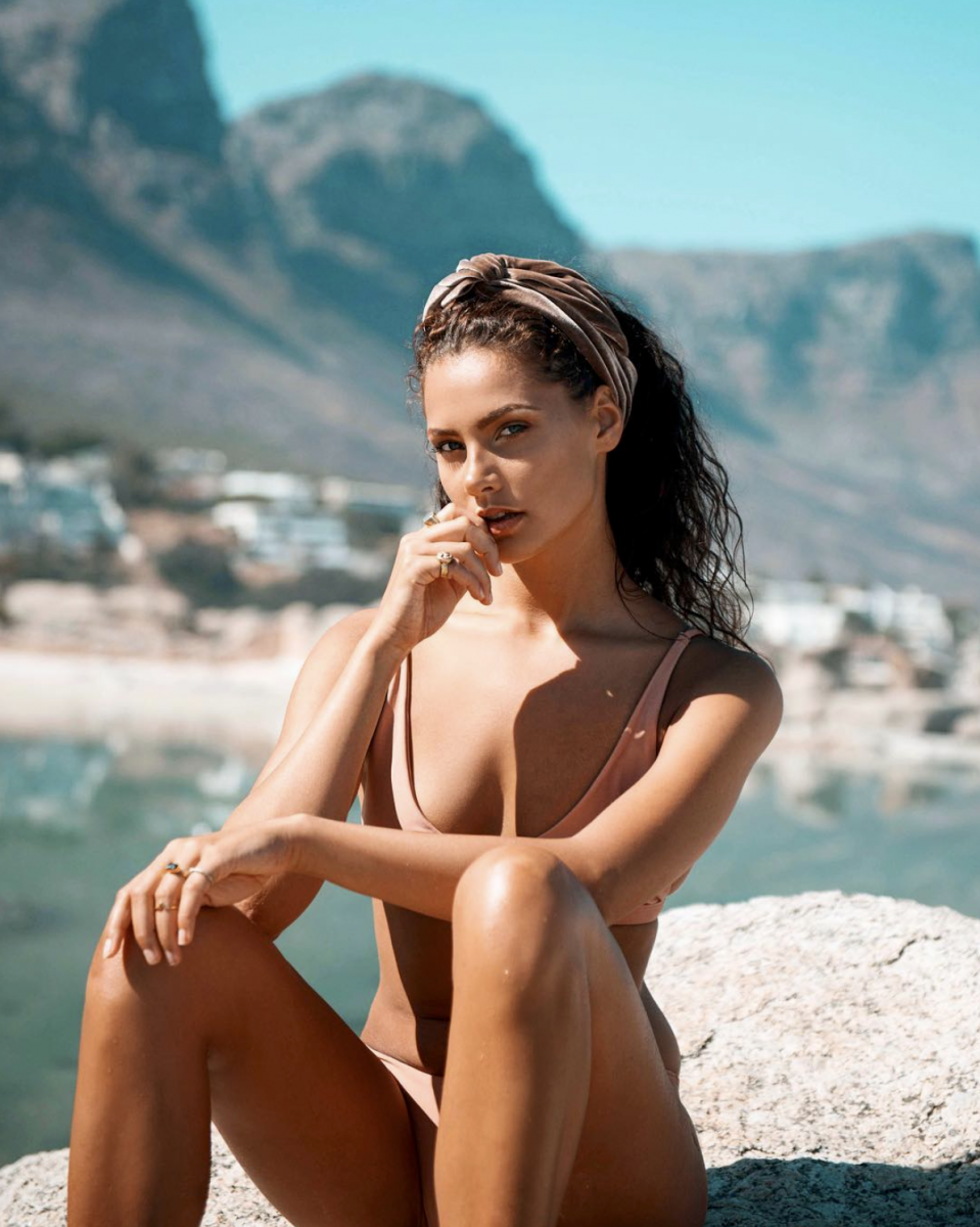 Balistarz-model-Rosalinde-Mulder-outdoor-shot-under-the-warm-sun-wearing-bikini