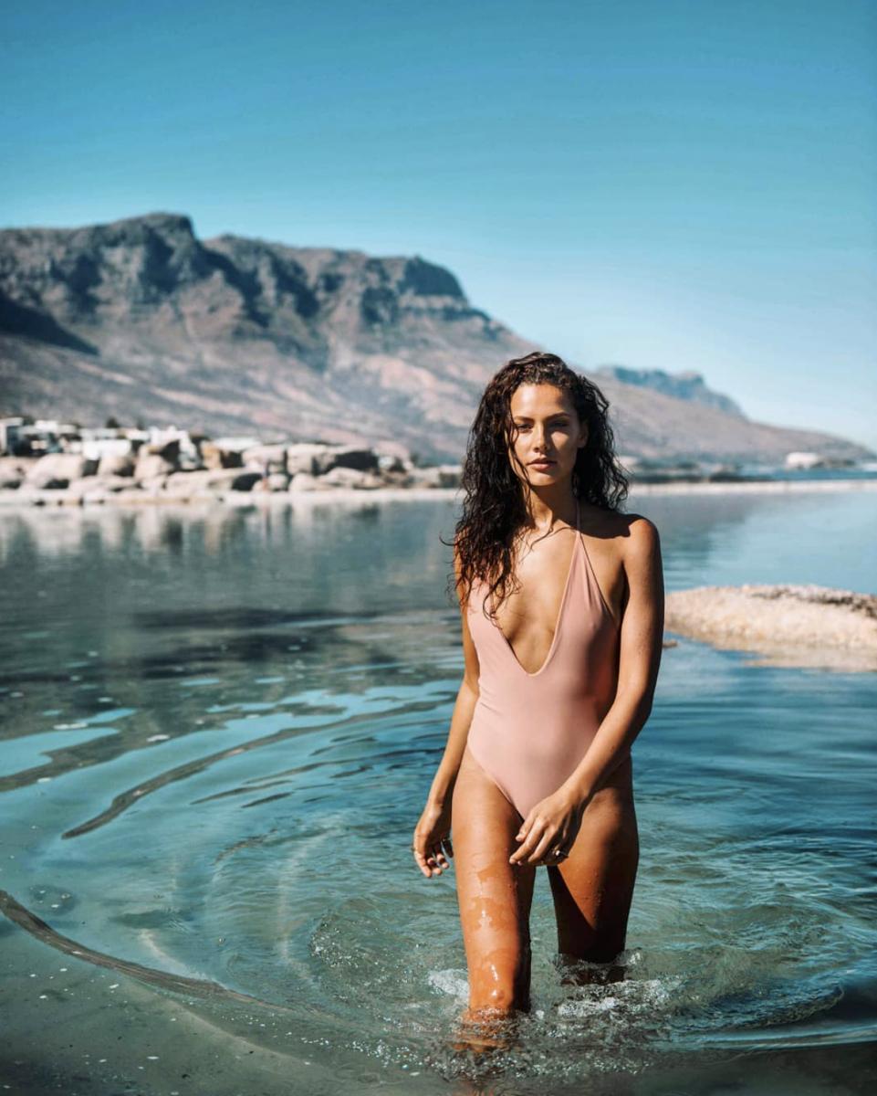 Balistarz-model-Rosalinde-Mulder-outdoor-shot-under-the-warm-sun-wearing-bikini-walking-through-the-water