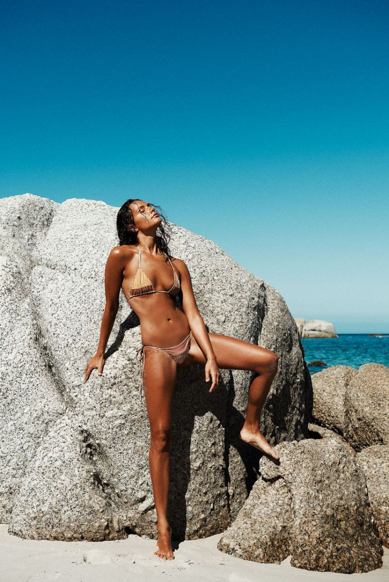 Balistarz-model-Rosalinde-Mulder-shot-with-bikini-in-front-of-huge-beach-rocks-tanned-skin