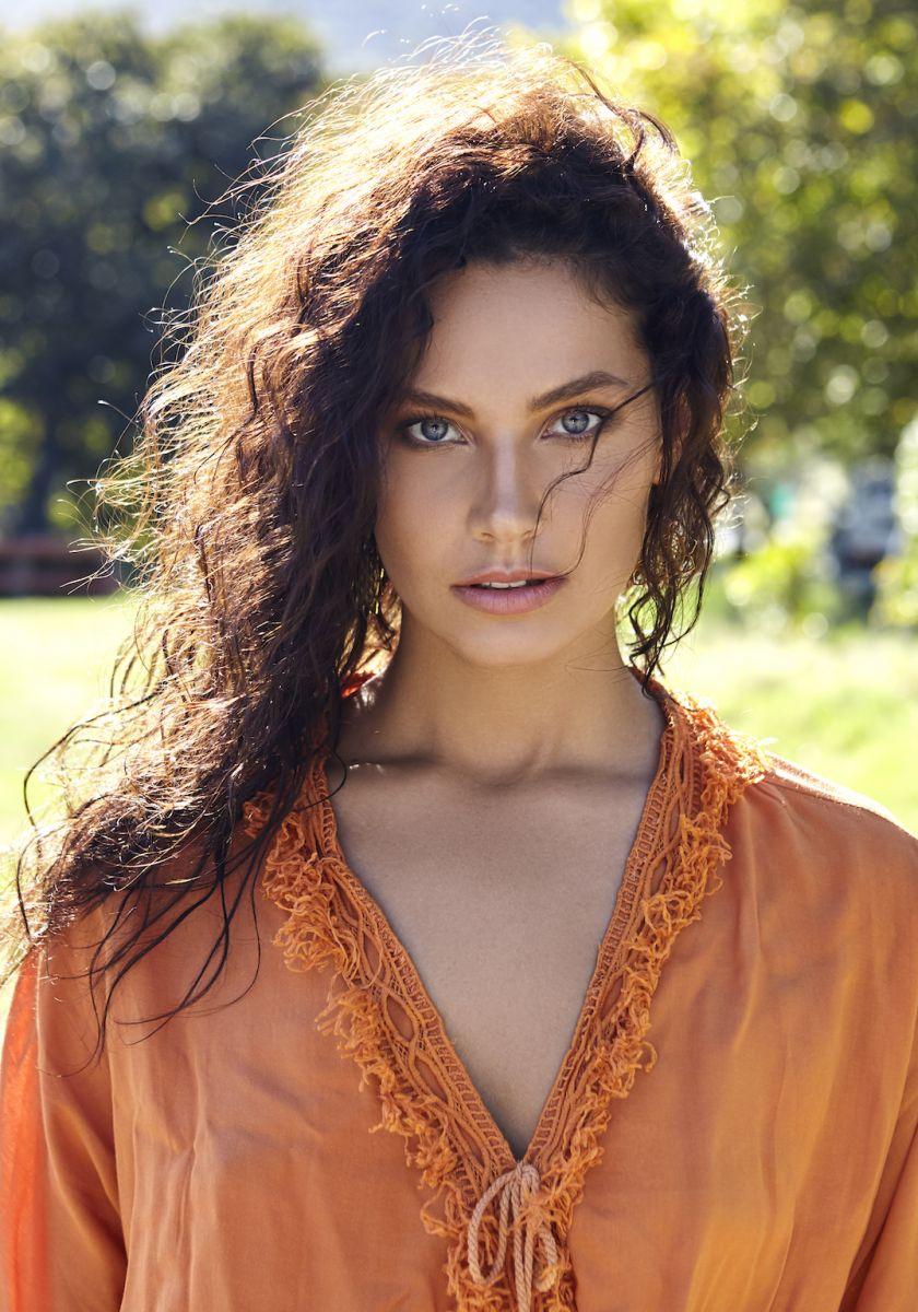Balistarz-model-Rosalinde-Mulder-portrait-at-the-park-wearing-orange-dress