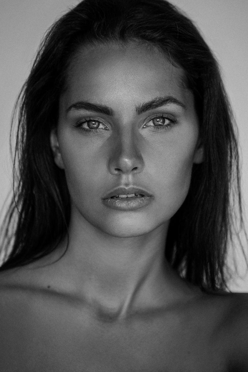 Balistarz-model-Rosalinde-Mulder-headshot-black-and-white