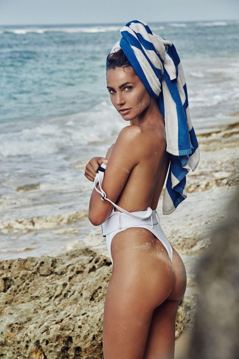 Balistarz-model-Rosalinde-Mulder-looking-stunning-against-the-ocean