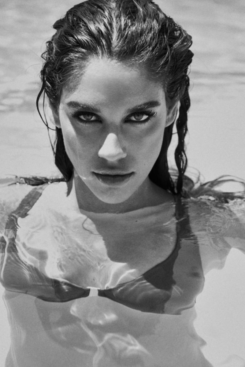 Balistarz-model-Samantha-Garza-portrait-black-and-white-shoot-in-a-bikini-in-the-pool