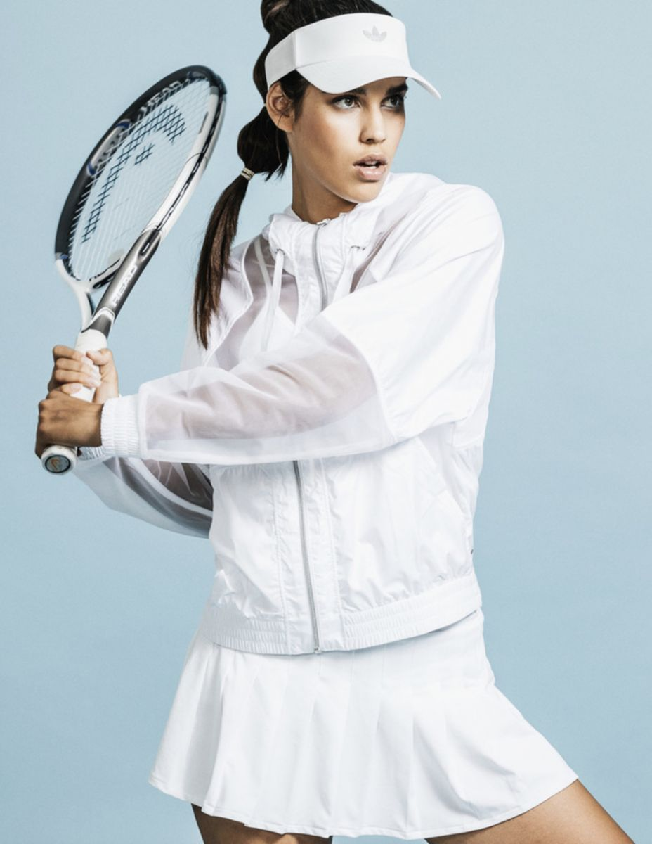 Balistarz-model-Samanta-Garza-portrait-sport-shoot-la-models-with-a-tennis-racket