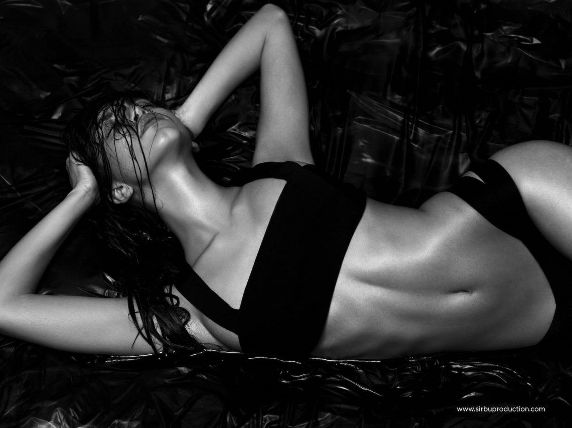 Balistarz-model-Sasha-AP-fine-art-style-shot-in-black-and-white-on-bikini