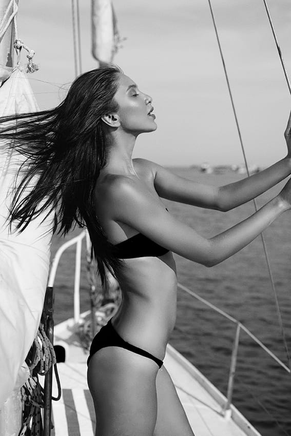 Balistarz-model-Sasha-AP-black-and-white-shot-on-yatch-enjoying-the-winds