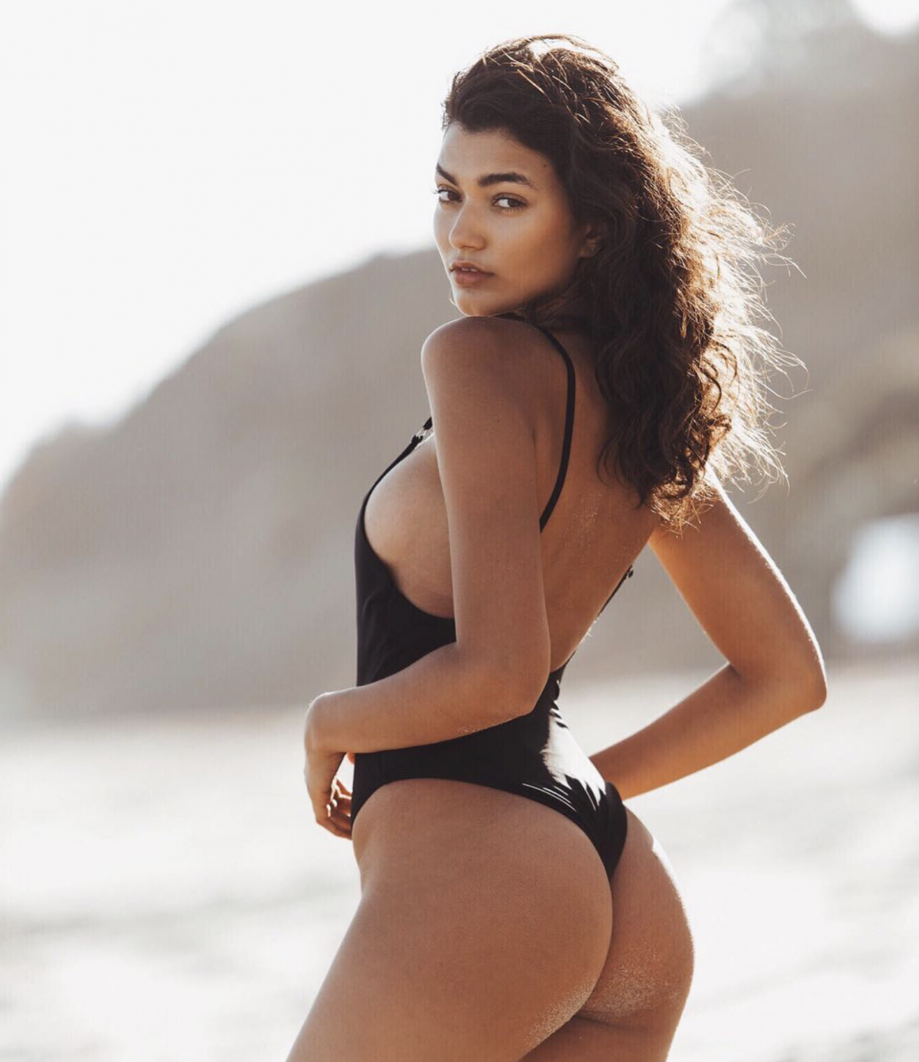 Balistarz-model-Sasha-Pereira-looks-hot-wearing-black-bikini-follow-me