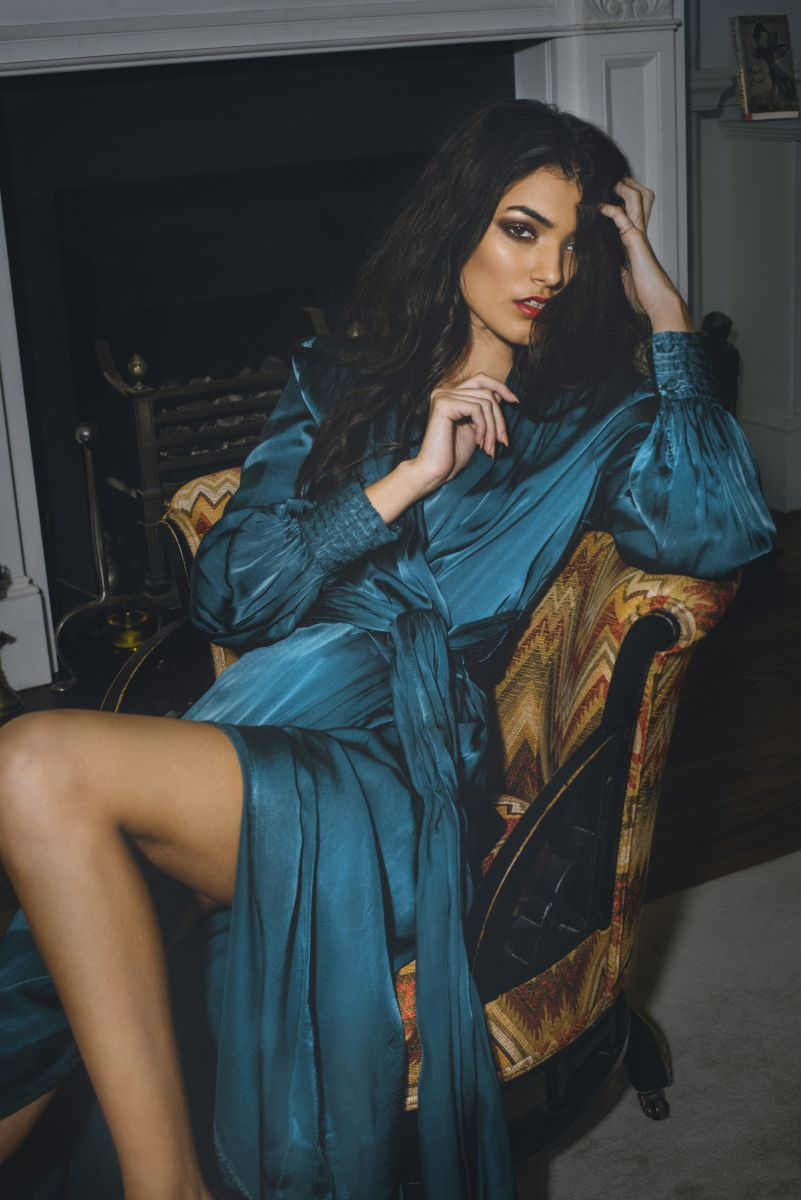 Balistarz-model-Sasha-Pereira-looks-classy-in-her-blue-dress-sitting-at-the-chair