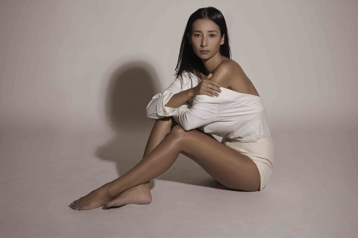 Balistarz-model-Sharon-Coplon-landscape-shoot-in-white-shirt
