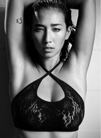 Balistarz-model-Sharon-Coplon-portrait-shoot-in-a-black-lingerie