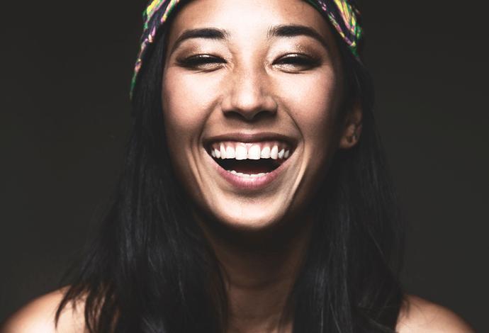Balistarz-model-Sharon-Coplon-shoot-landscape-headshot-with-a-bandana-smiling