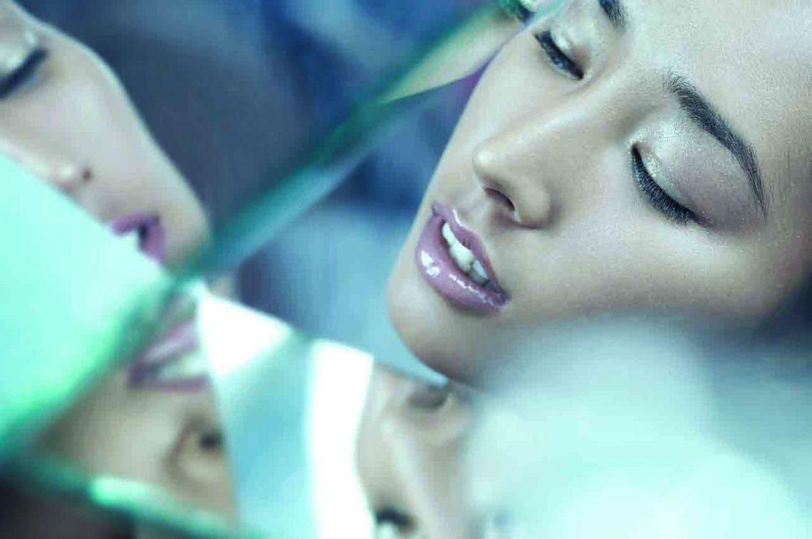 Balistarz-model-Sharon-Caplon-landscape-shoot-with-a-reflection-on-glass