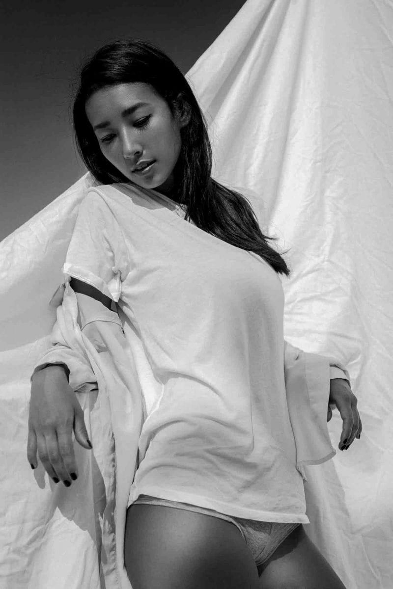 Balistarz-model-Sharon_Coplon-black-and-white-portrait-shoot-in-white-shirt