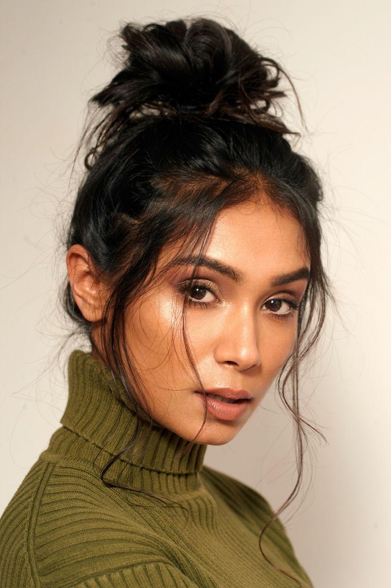 Balistarz-model-Shree-Patel-portrait-closeup-shoot-with-a-green-turtleneck