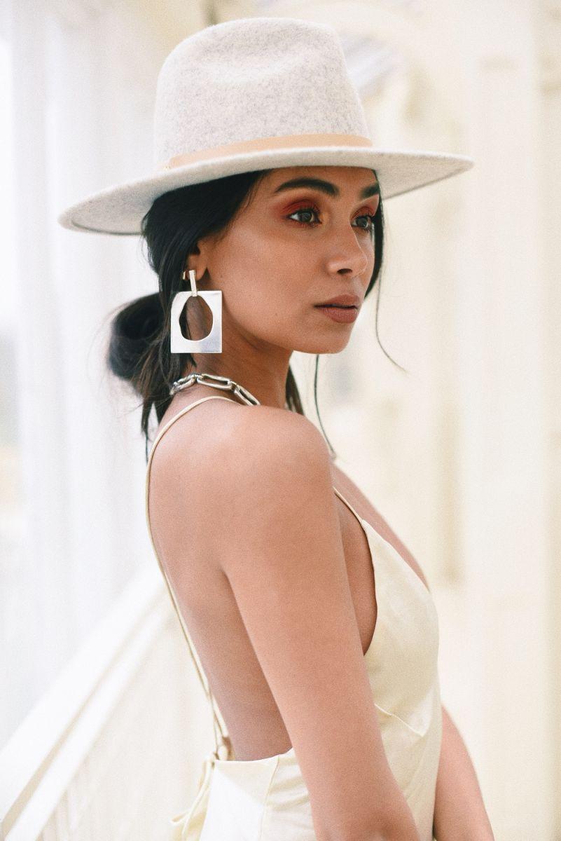 Balistarz-model-Shree-Patel-portrait-shoot-in-a-fancy-dress-and-hat