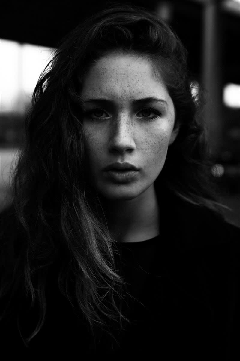 Balistarz-model-Sienna-Feher-black-and-white-headshot-portrait-shoot
