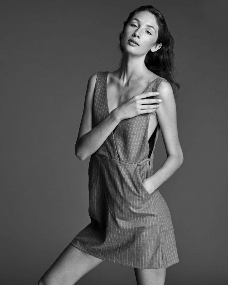 Balistarz-model-SIenna-Feher-black-and-white-portrait-shoot-with-a-striped-dress