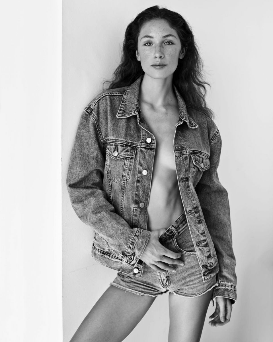 Balistarz-model-Sienna-Feher-portrait-black-and-white-shoot-in-shorts-and-a-jacket