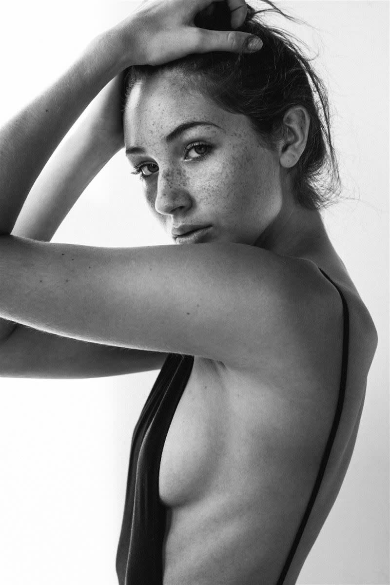 Balistarz-model-Sienna-Feher-portrait-black-and-white-shoot-with-a-top