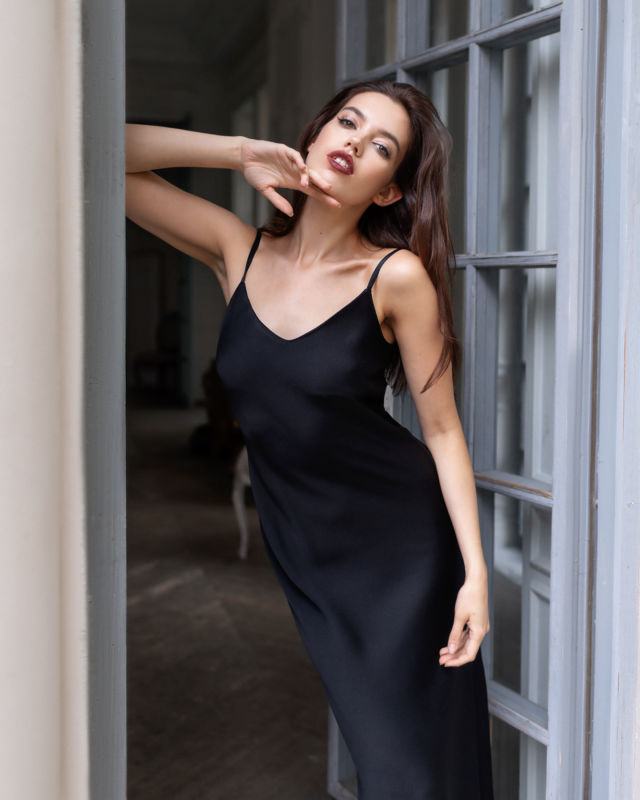 Balistarz-model-Sofia-Darrigo-portrait-shoot-in-a-black-dress-standing-in-the-door-way