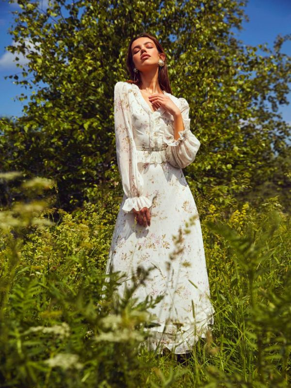 Balistarz-model-Sofia-Darrigo-portrait-shoot-in-a-beautiful-white-dress-relaxing-with-the-nice-breeze