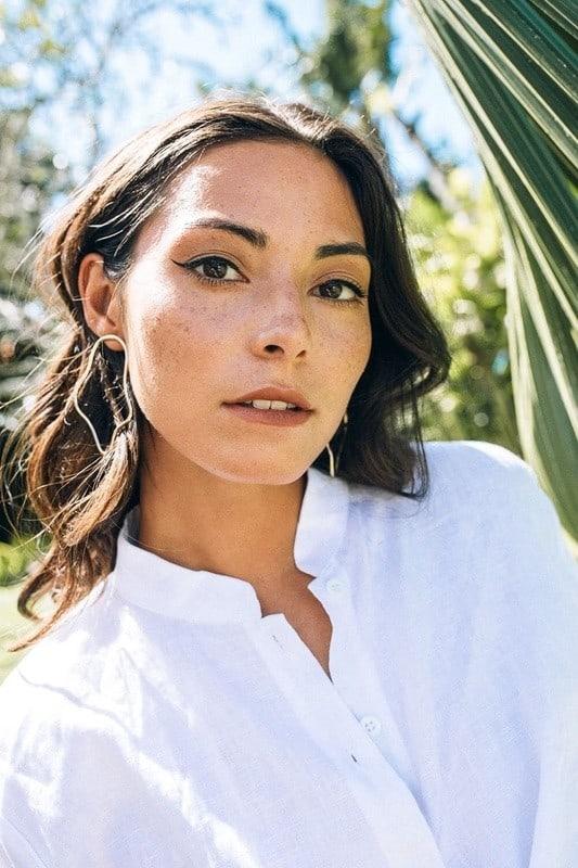 Balistarz-model-Stephanie-Baier-portrait-shoot-in-a-white-shirt
