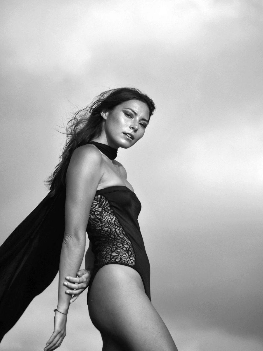 Balistarz-model-Stephanie-Baier-portrait-black-and-white-shoot