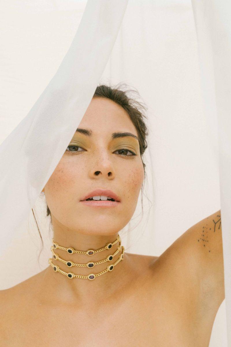 Balistarz-model-Stephanie-Baier-portrait-shoot-with-a-golden-choker-on