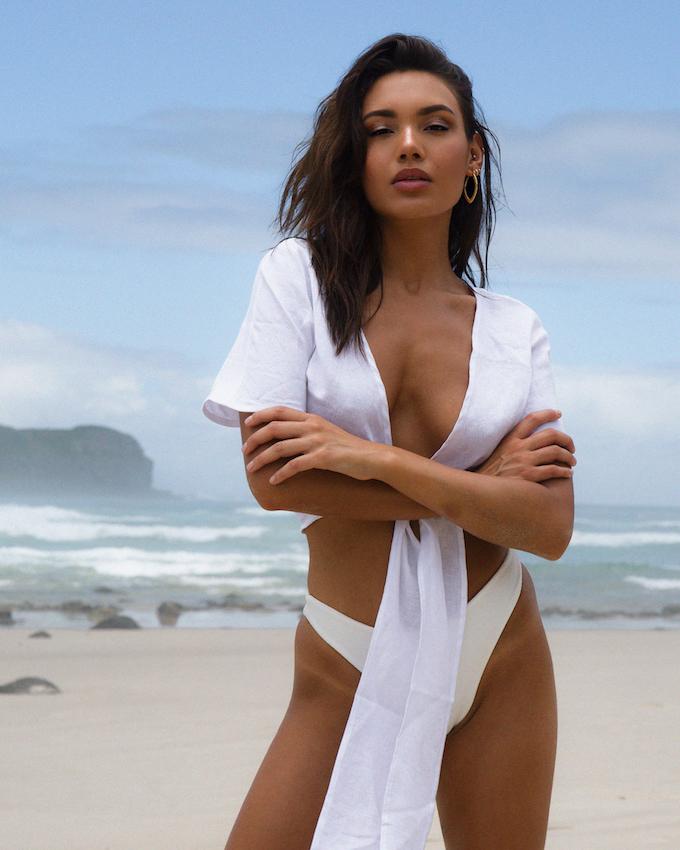 Balistarz-model-Stephanie-Taylor-portrait-beach-shoot
