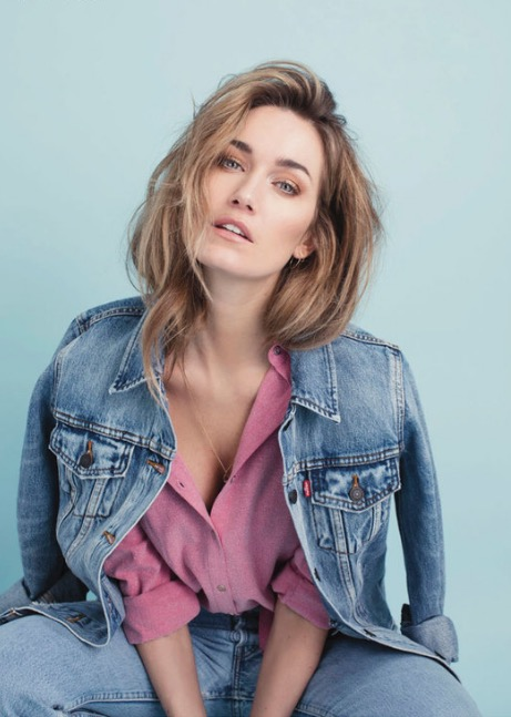 Balistarz=model-Svenja-Van-Beek-blue-shoot-in-a-jacket-with-a-pink-shirt