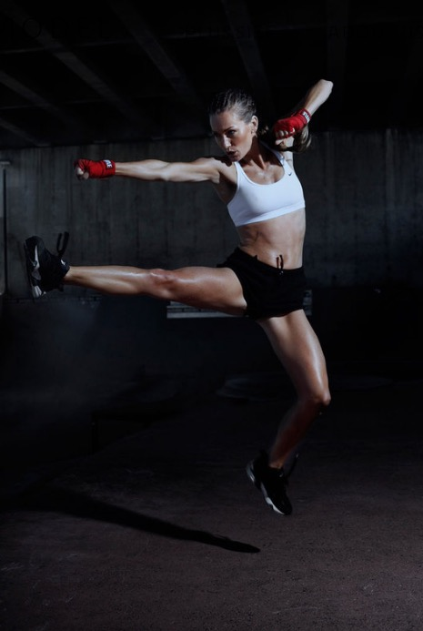 Balistarz-model-Svenja-Van-Beek-exercise-shoot-boxing-training