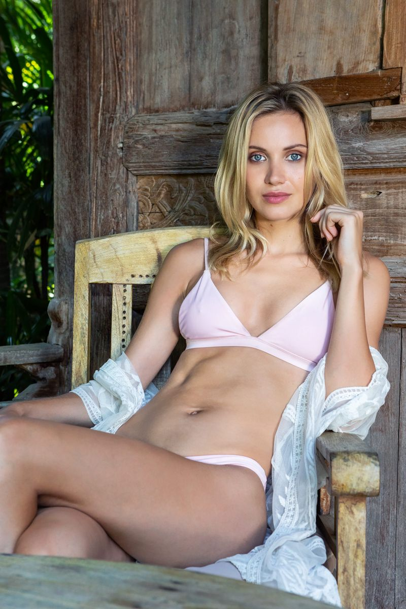 Balistarz-model-Sylvia-Koronkiewicz-wearing-pink-bikini-sitting-at-old-chair