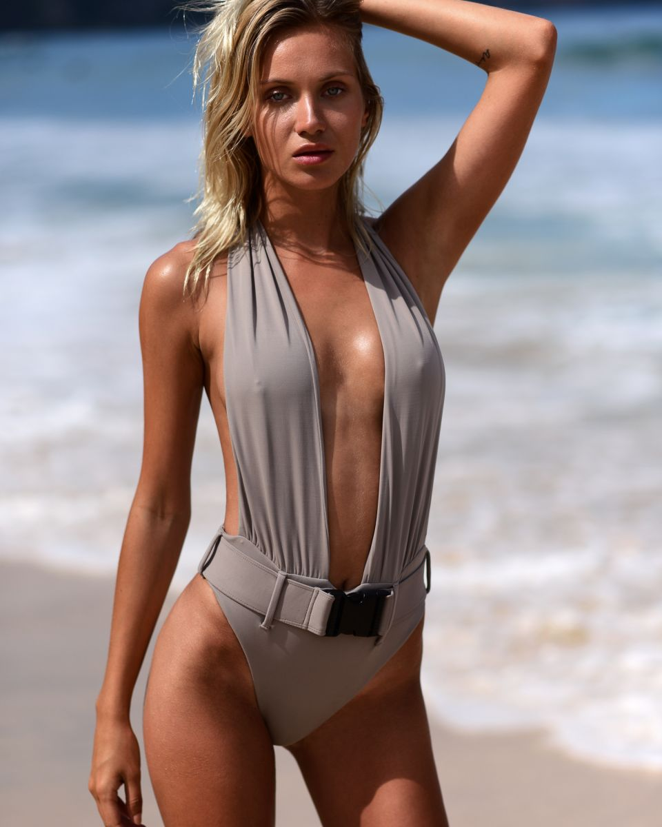 Balistarz-model-Sylvia-Koronkiewicz-swim-wear-shoot-session-on-a-good-day-beautiful-gray-swim-wear
