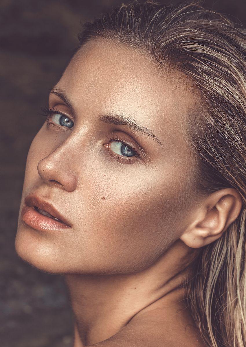 Balistarz-model-Sylvia-Koronkiewicz-head-shot-image-profile-stunning