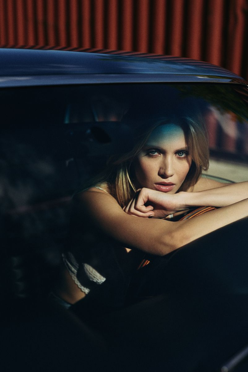 Balistarz-Model-sylvia-koronkiewicz-inside-a-car-shot
