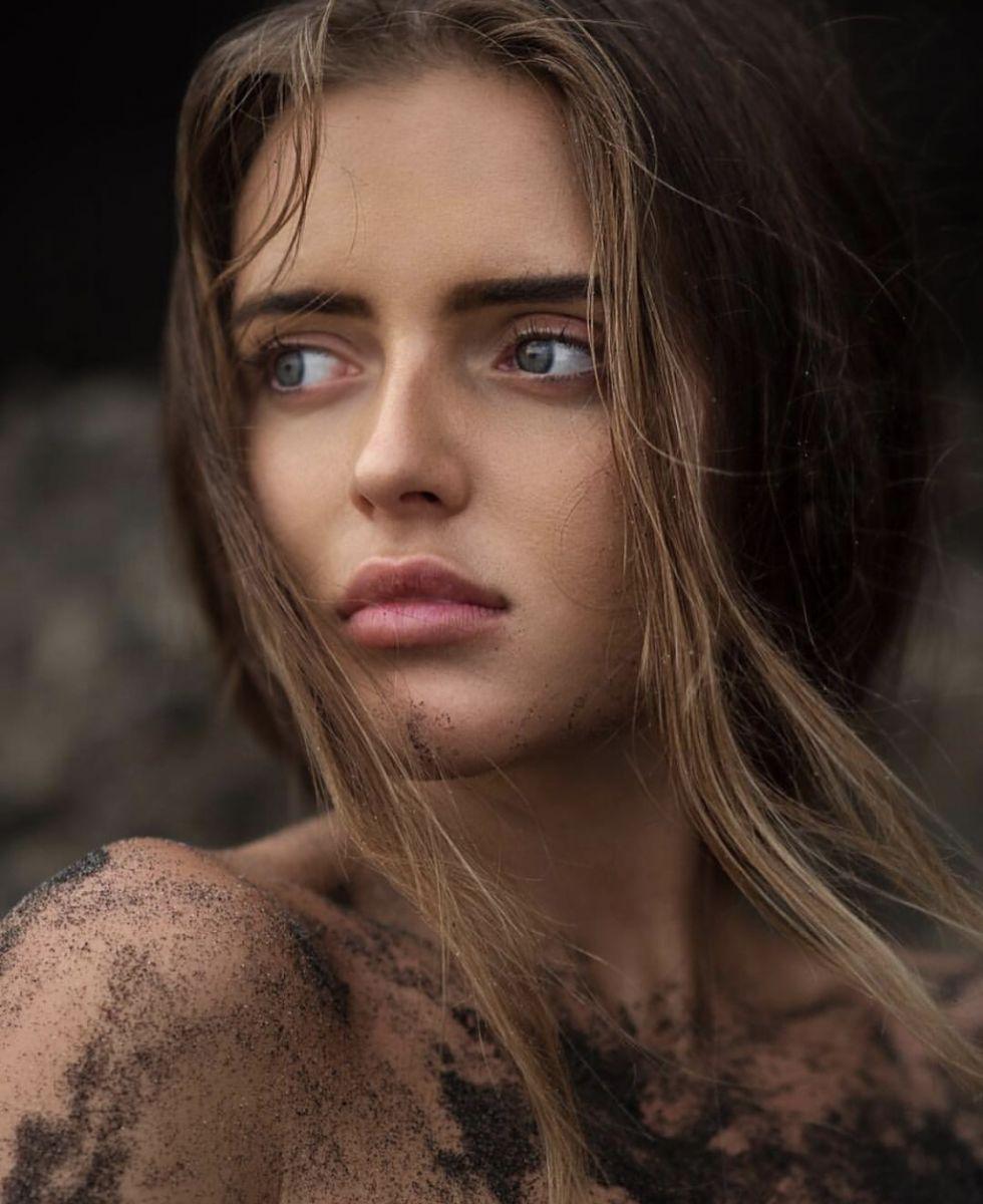 Balistarz-model-Tanusha-Tatiana-Mishenka-portrait-closeup-shoot-covered-in-wet-sand