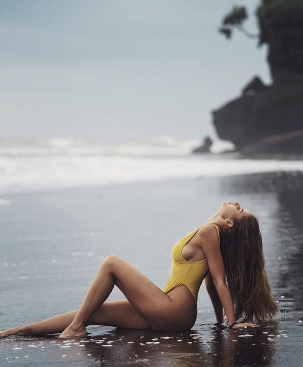 Balistarz-model-Tanusha-Tatiana-Mishenka-landscape-beach-shoot-in-a-yellow-tankini-on-the-wet-sand