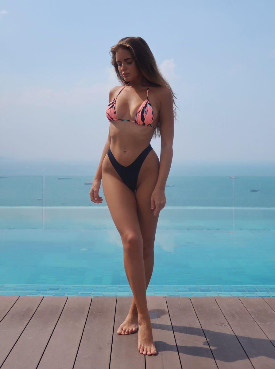Balistarz-model-Tanusha-Tatiana-Mishenka-portrait-shoot-in-a-swimsuit