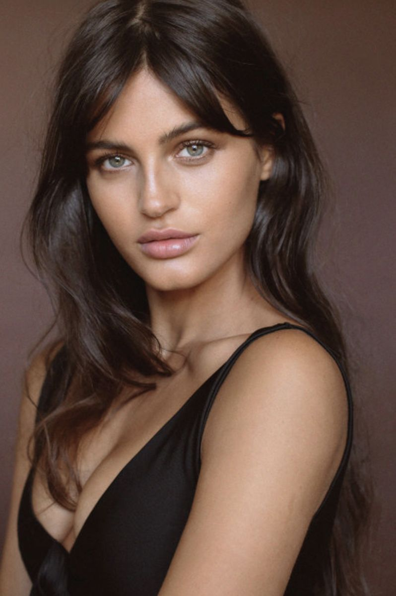 Balistarz-model-Thea-Bull-portrait-shoot-in-a-black-top