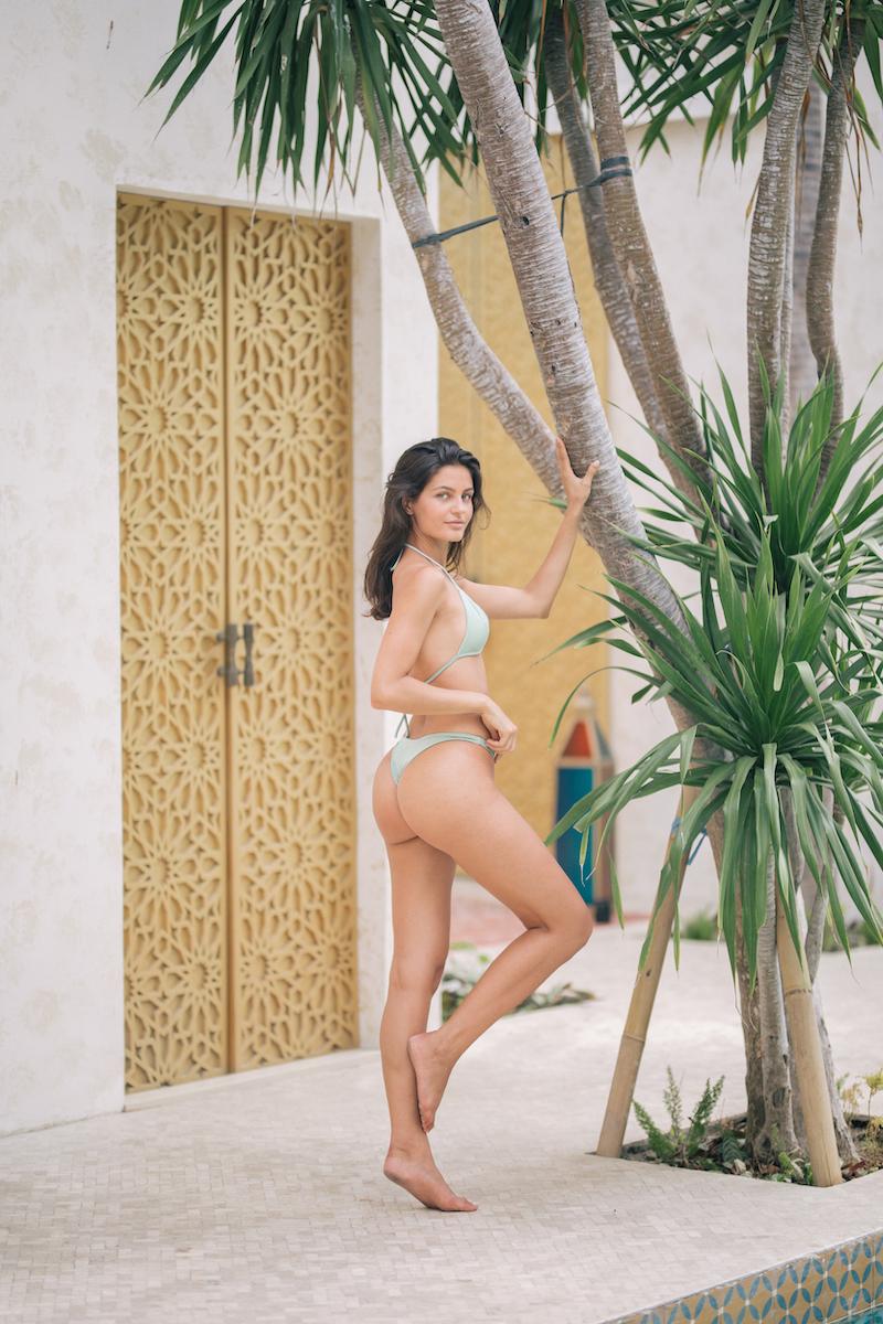 Balistarz-model-Thea-Bull-portrait-shoot-in-a-bikini-with-a-tree