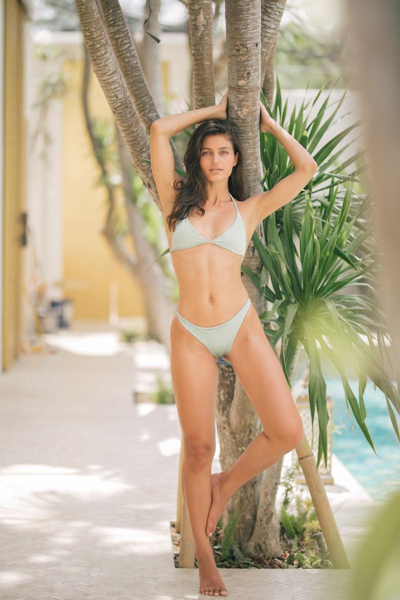 Balistarz-model-Thea-Bull-portrait-shoot-in-a-bikini-against-a-tree