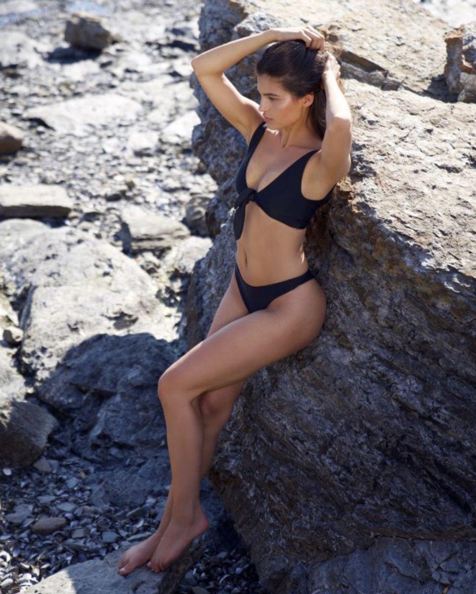 Balistarz-model-Thea-Bull-portrait-shoot-in-a-Black-Bikini