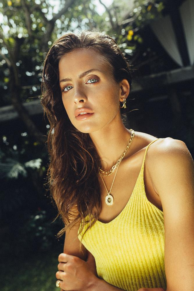 Balistarz-model-Therese-Hansen-sun-shoot-yellow-shirt-bright