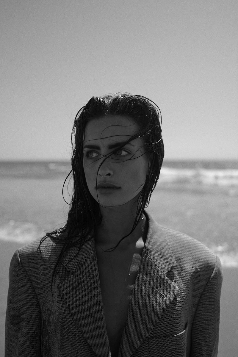 Balistarz-model-Therese-Hansen-black-white-beach-shoot-headshot