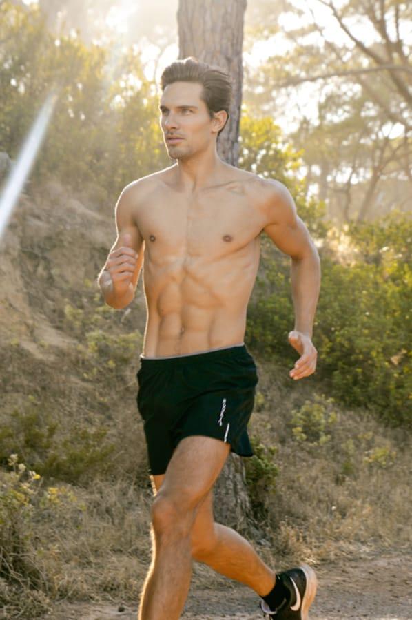 Balistarz-model-Tobi-Klanner-healthy-life-style-doing-his-morning-jogging-outdoor