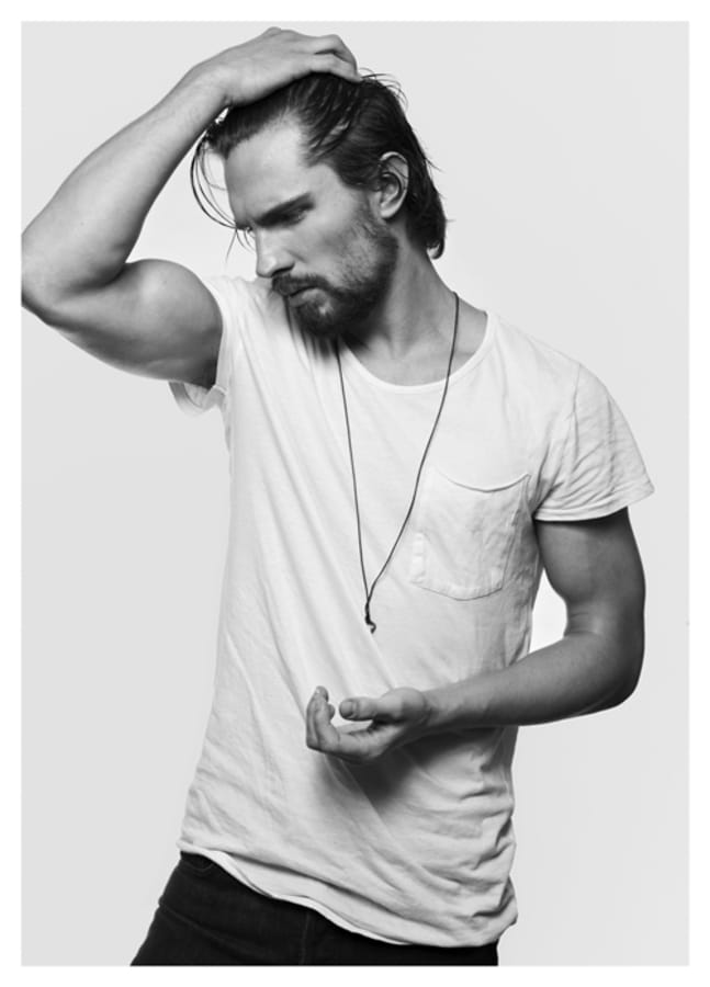 Balistarz-model-Tobi-Klanner-black-and-white-casual-studio-portrait-wearing-shirt