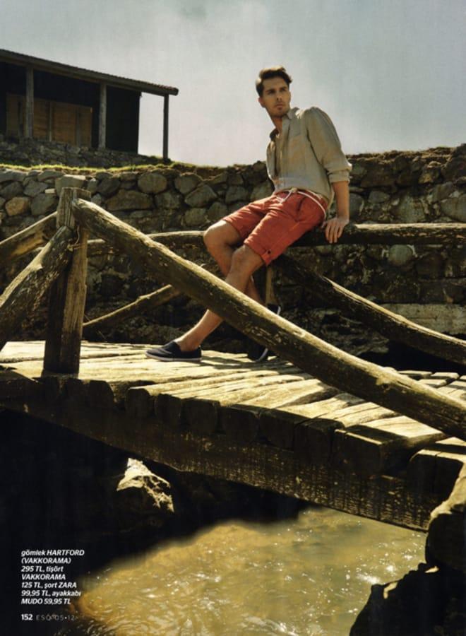 Balistarz-model-Tobi-Klanner-portfolio-shot-for-magazine-spread-out-door-style-sitting-on-the-side-of-wooden-bridge