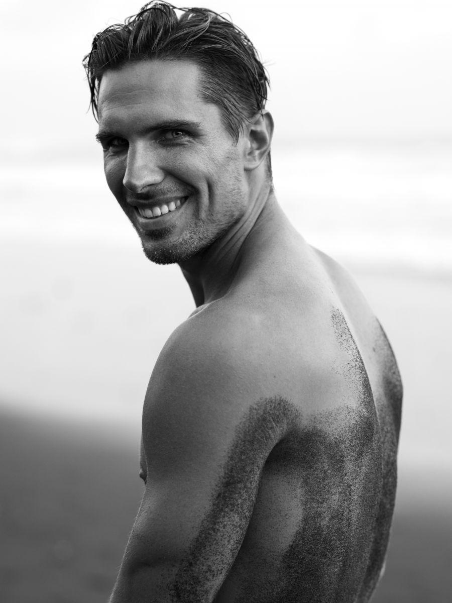 Balistarz-model-Tobi-Klanner-studio-portrait-shoot-profile-black-and-white-image