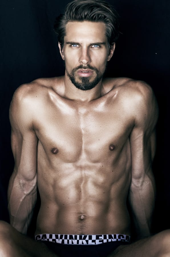 Balistarz-model-Tobi-Klanner-portrait-photo-session-look-at-that-muscles