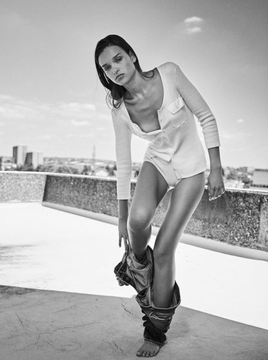 Balistarz-model-Valeria-Rudenko-black-and-white-shoot-portrait-on-a-roof-with-a-shirt-and-shorts